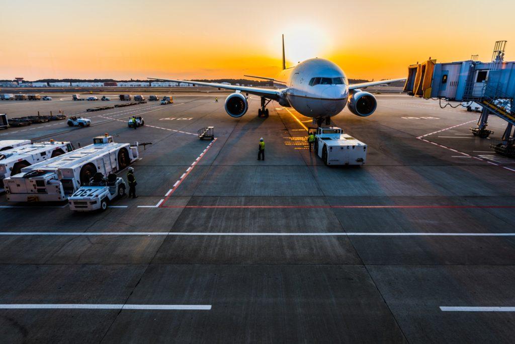 Airplane on tarmac/ CC0 Ken Yam