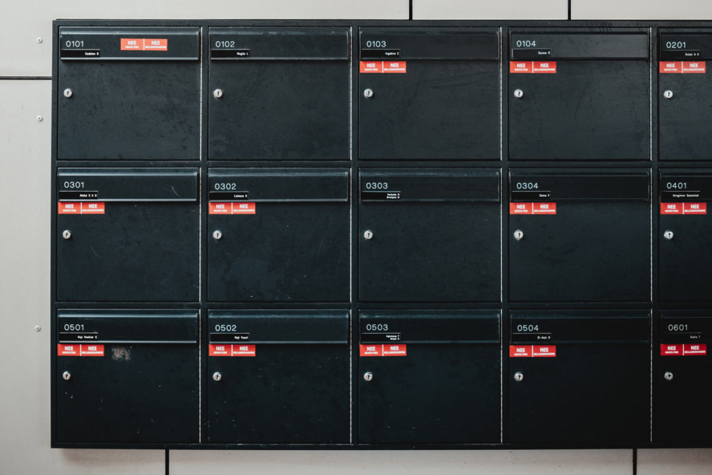 Black mailboxes / CC0 Bernard Hermant
