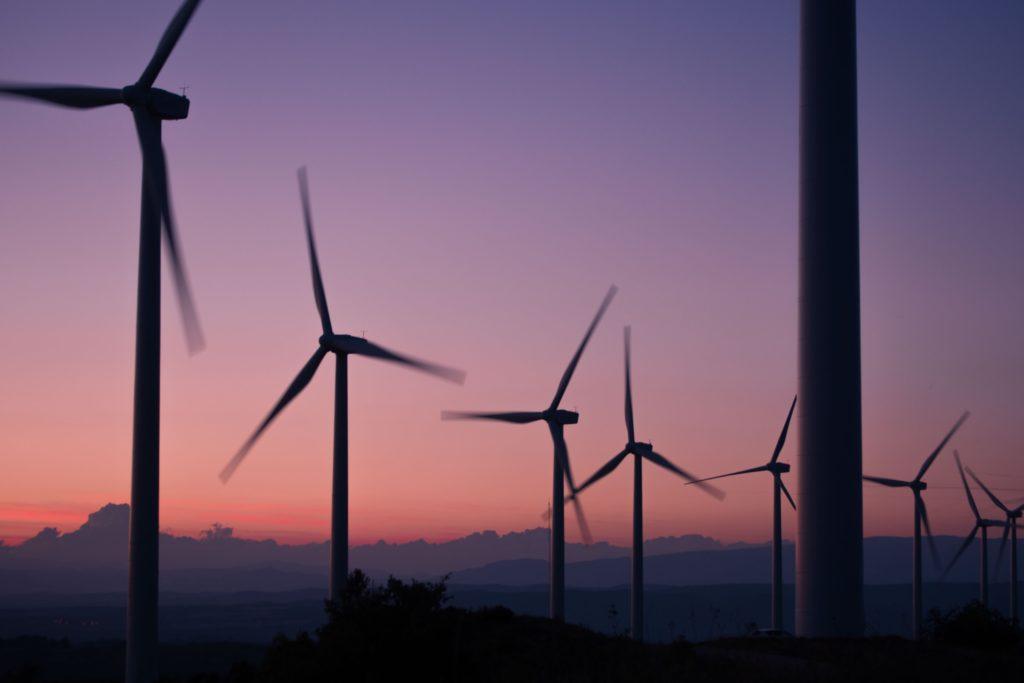 Windmills/ CC0 anna-jimenez-calaf