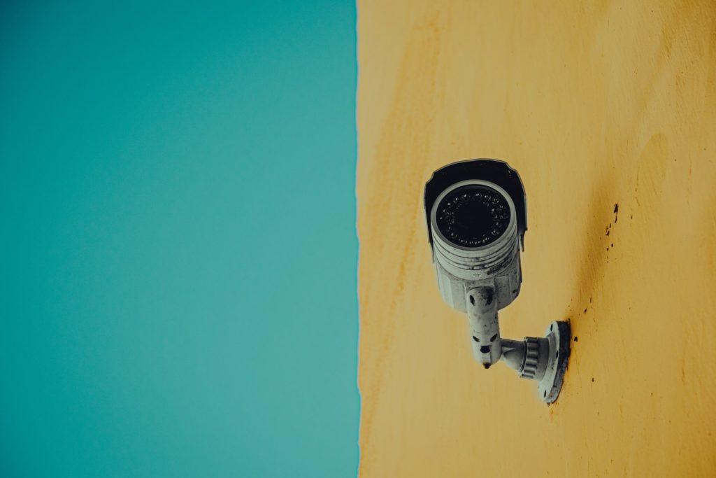 Surveillance camer/ CC0 alberto-rodriguez-santana