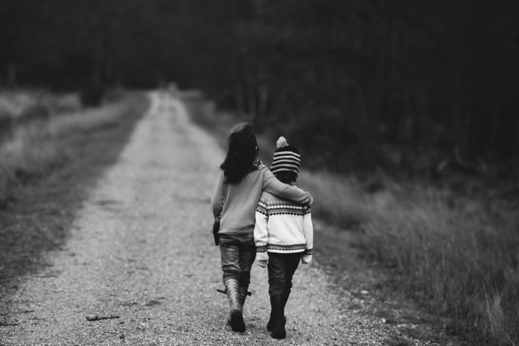 Children walking / CC0 annie-spratt