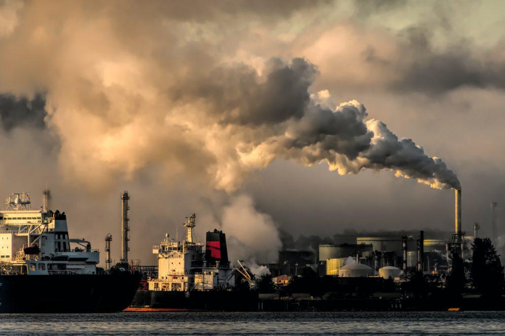 Fossil fuel pollution / CC0 chris-leboutillier