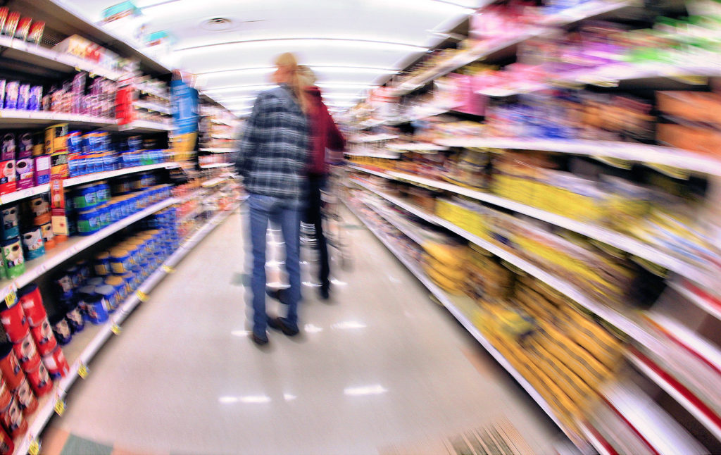 Blurry supermarket aisle / Indiana Stan / CC BY-NC 2.0