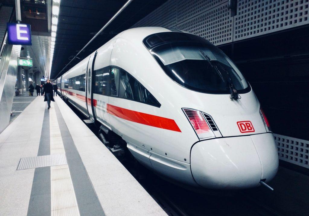 High speed train / CC0 daniel-abadia