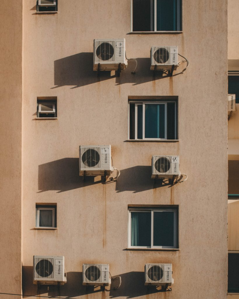 Air conditioning units on apartment block in Cyprus / CC0 danny-feng