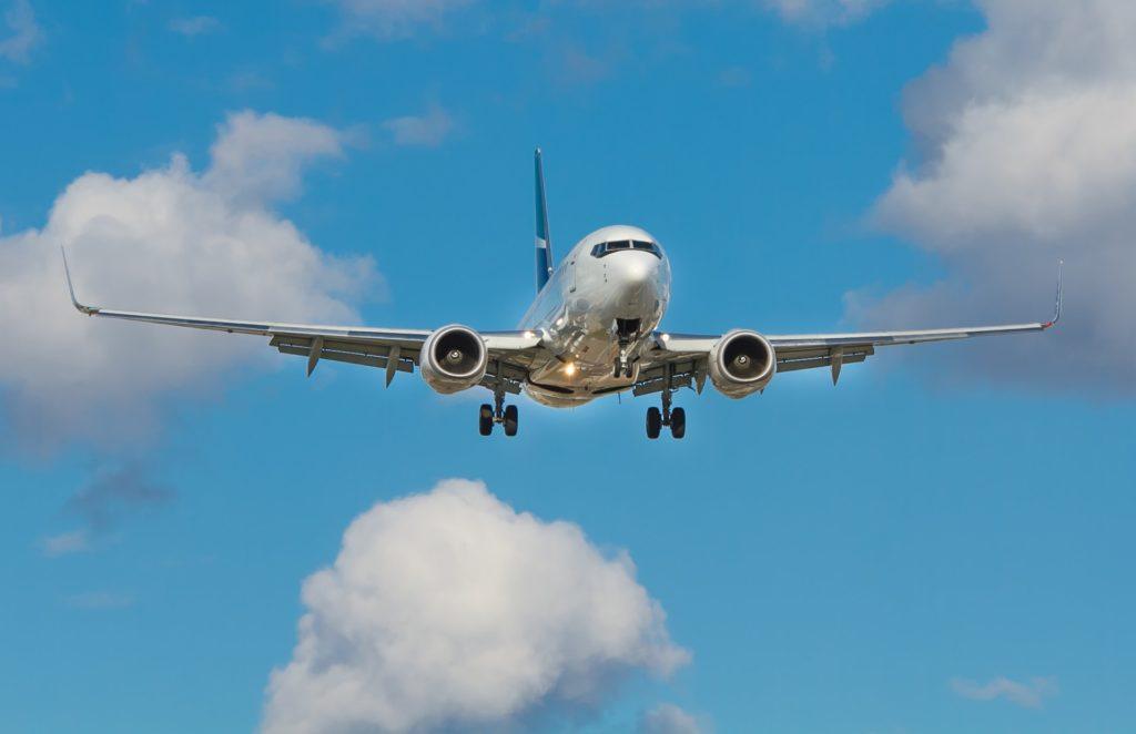 Airplane landing / CC0 john-mcarthur