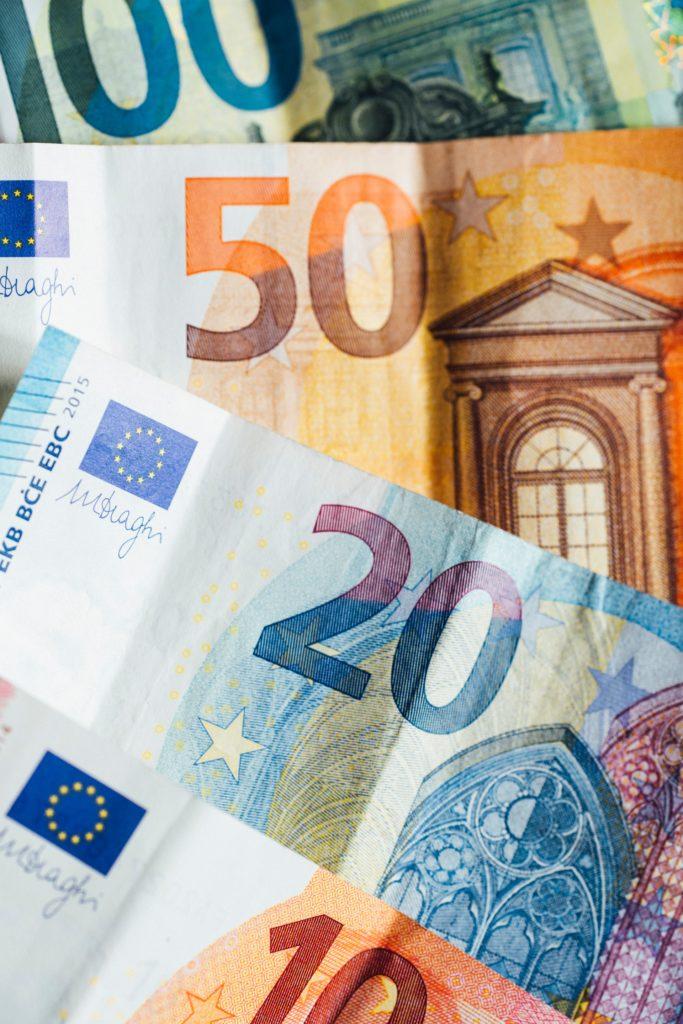 Euro bills/ CC0 markus-spiske