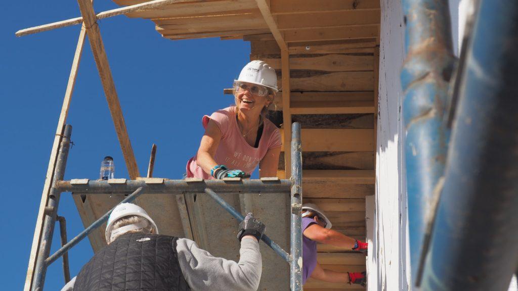 People renovating a building / CC0 bianca-sbircea-constantin